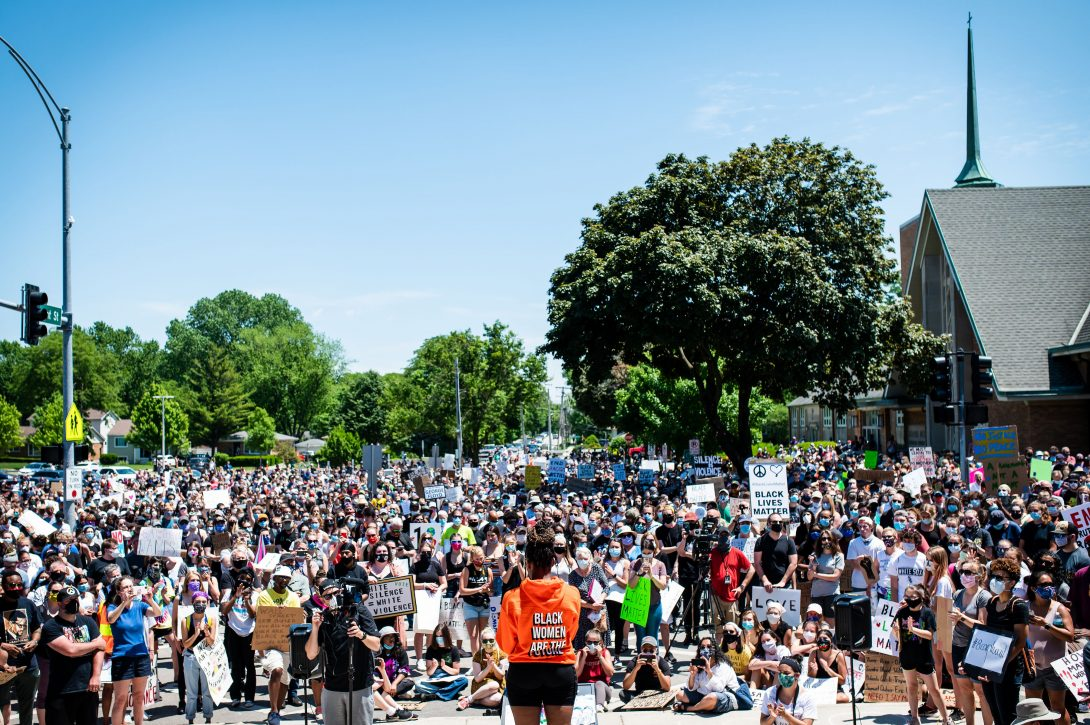 A group of about 4,000 listening to someone speak at a peaceful protest